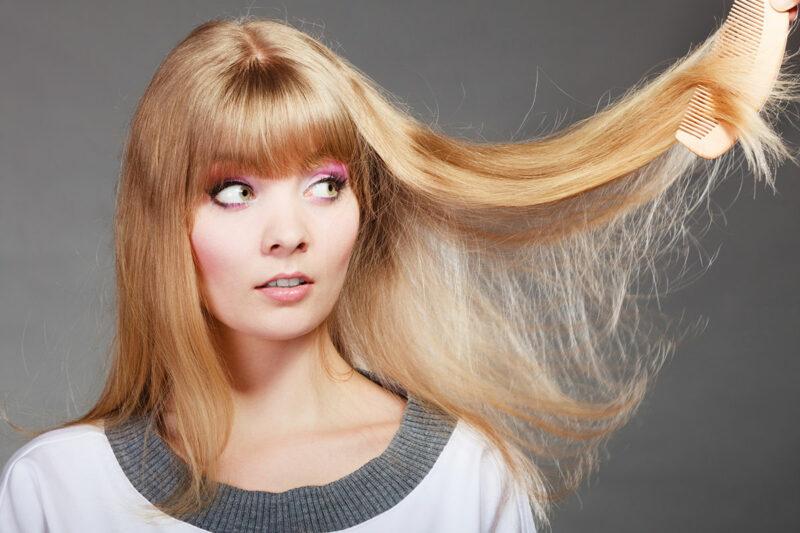 naelektryzowane włosy